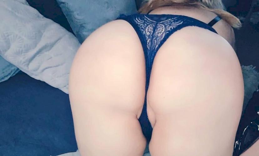 Blue eyes, blonde hair, peachy ass